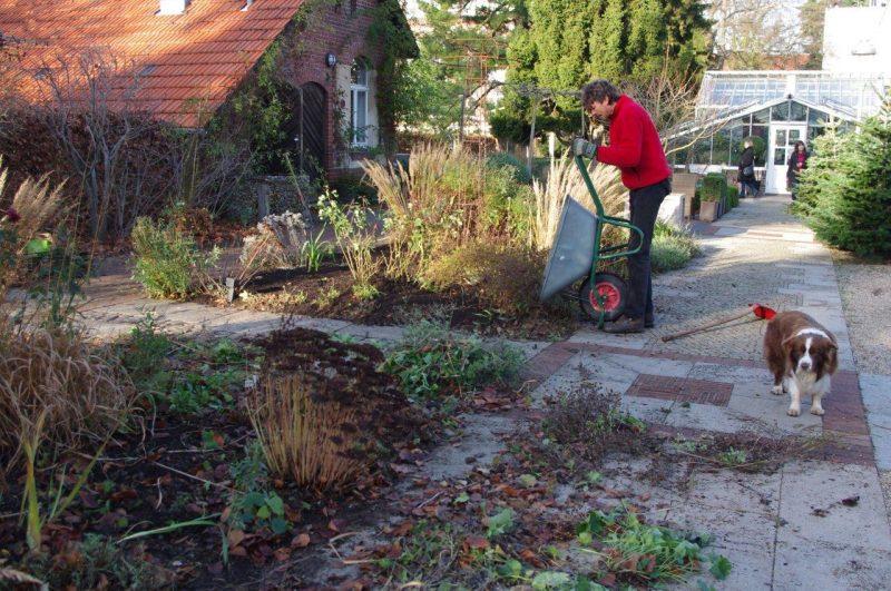 Kompost verteilen - Ende der Saison © 2016 Isabelle van Groeningen